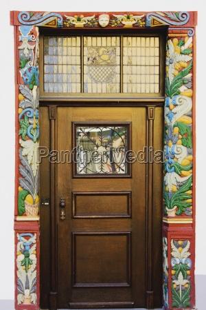 anyo de construccion madera entrada puerta