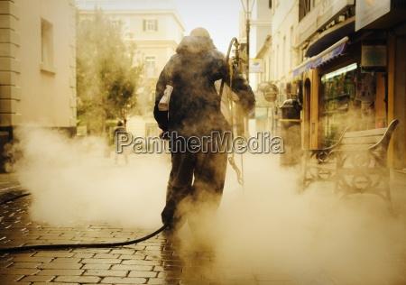 street cleaner arbeiten an einer hauptstrasse