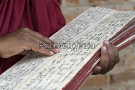 die schrift wird von einem buddhistischen