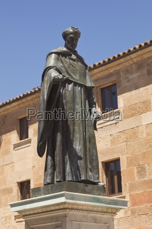 statue des augustiner bruders fray luis