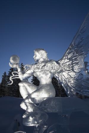 blau kunst weiblich baum baeume winter