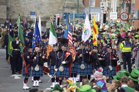 eine schottische gruppe die kilts und
