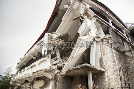 a building destroyed by the earthquake