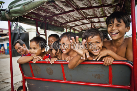 children in the slums phnom penh