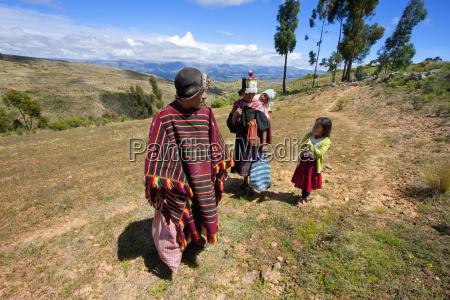 tarabuco man and his family jatun