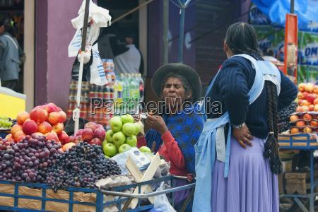 fruit vendors at the market sucre