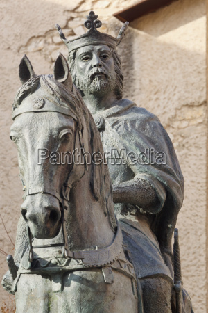 statue of alfonso viii king of