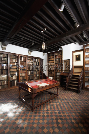 the small library in the plantin