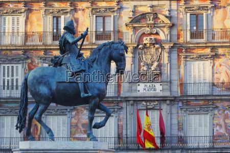equestrian statue of king felipe iii