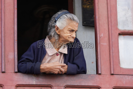 old woman at a window sucre