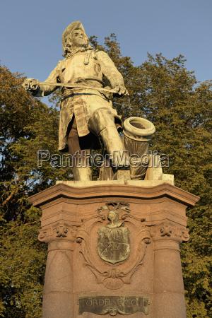 statue eines kriegshelden oslo norwegen