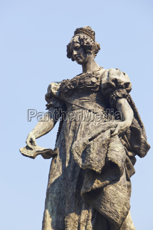 statue of maria christina of the
