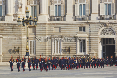 the royal palace with foot soldiers