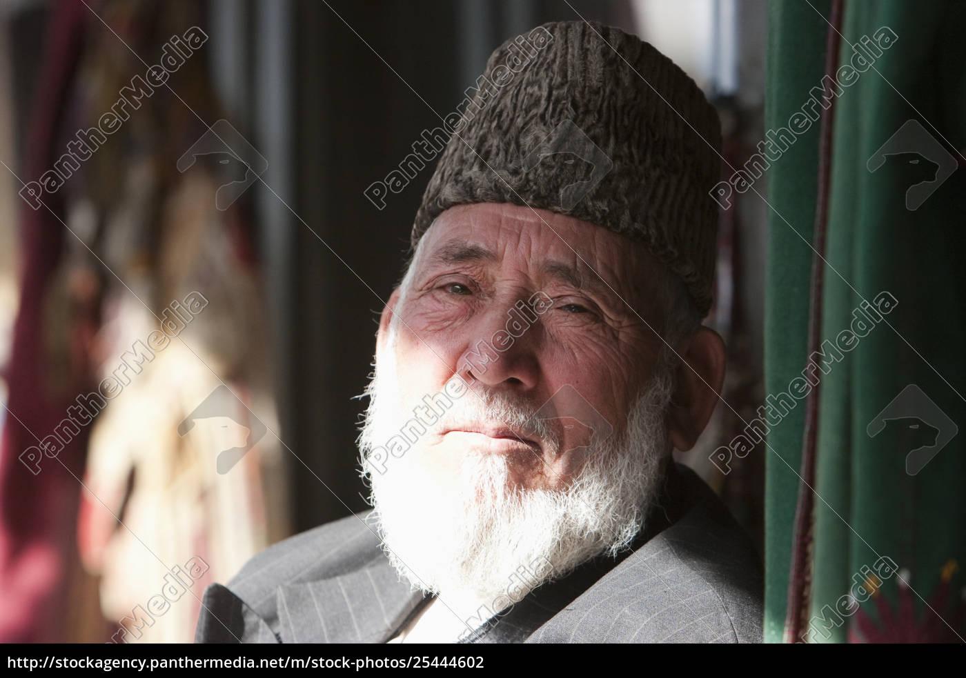 alter, afghanischer, mann, der, einen, astrakhan-hut, in - 25444602