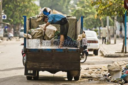 ice vendor making his deliveries phnom