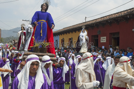 men carrying the andas floats of