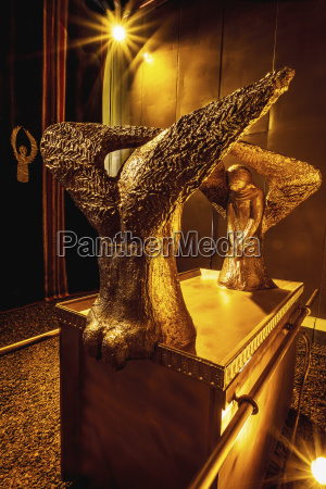 replik des goldenen cherubim on the