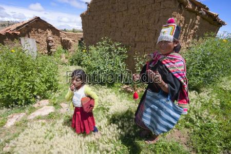 tarabuco girl and woman jatun yampara