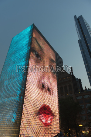 the crown fountain chicago illinois united