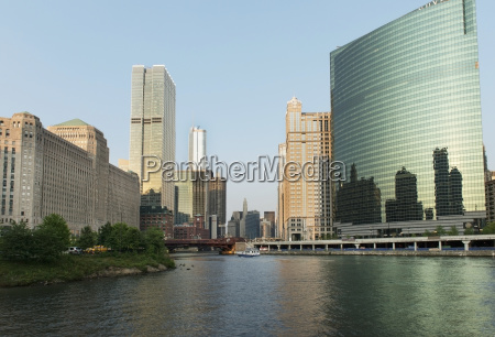 buildings along the chicago river chicago