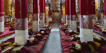 drepung monastery monks clothing and monastery