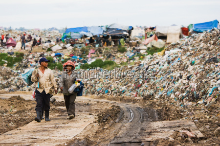 cambodia people make their way into