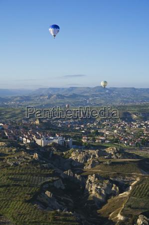 blick auf kappadokien von einem heissluftballon