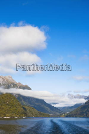 lake manapouri on the way to