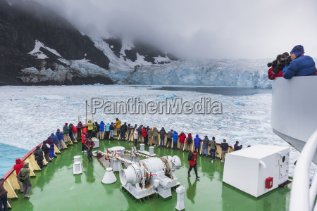 tourists on the polar star view