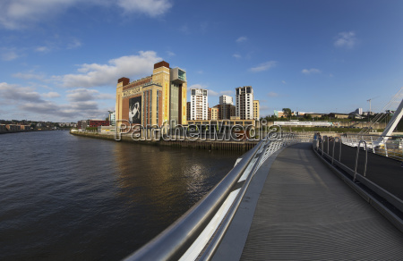 crossing over the river tyne gateshead