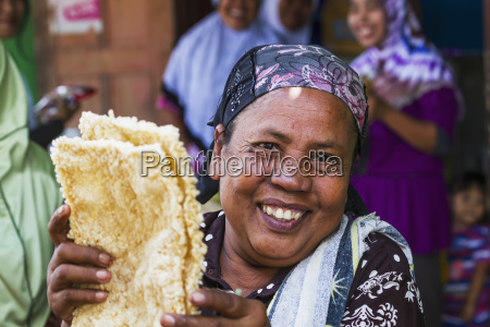 woman selling rice cakes at the