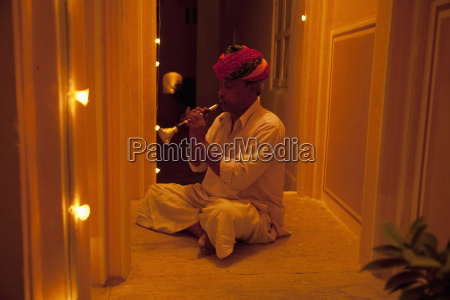 musician at the palace samode rajasthan