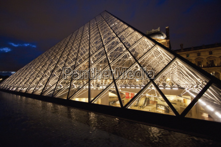 louvre pyramid by the architect im