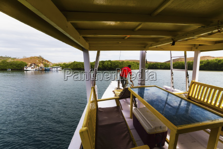 boat approaching the dock in kima