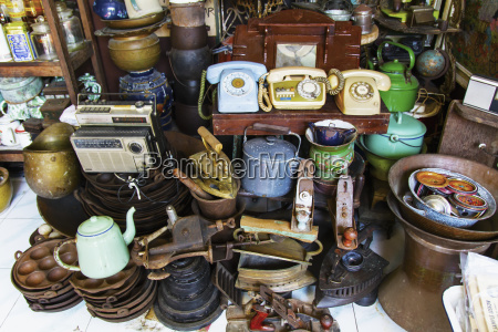 antiques for sale at the triwindu
