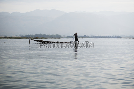 fisherman on inle lake taungyii shan