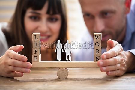 paare die balance zwischen arbeit und