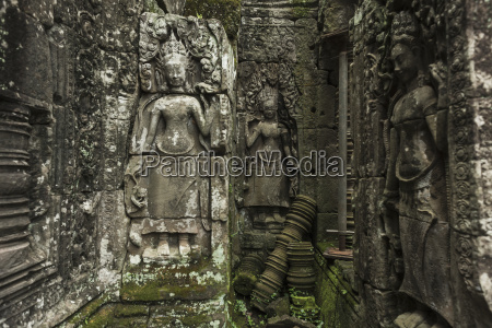 impressive buddhas faces in bayon wat