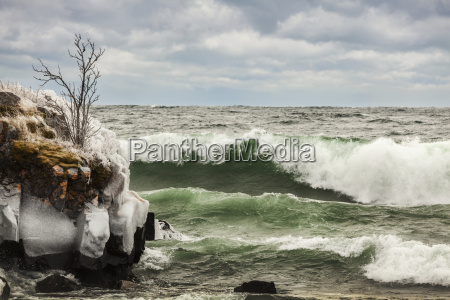 waves of lake superior ice and