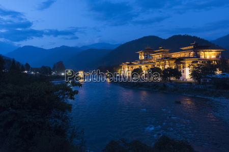 punakha, dzong, illuminated, at, dusk;, punakha, - 25527258