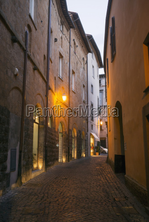 a narrow street between buildings with