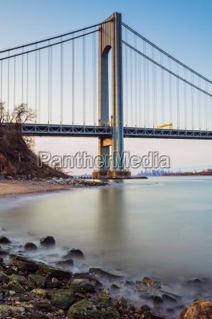 verazzano narrows bridge at sunset fort