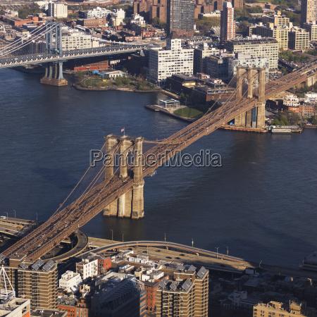 manhattan bridge and brooklyn bridge crossing
