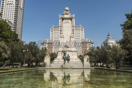 plaza de espana statue of don
