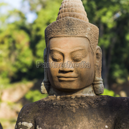 buddha statue south gate angkor thom