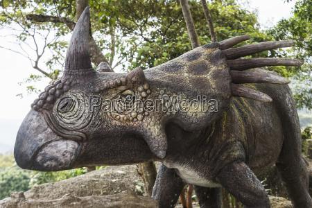 skulptur eines dinosauriers ko samui chang