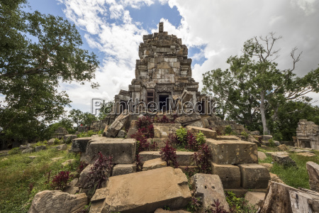 central tower of the ancient angkorian