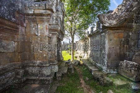 courtyard in gopura ii preah vihear