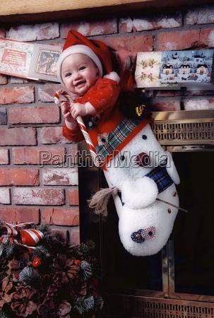 baby in einem weihnachts stocking