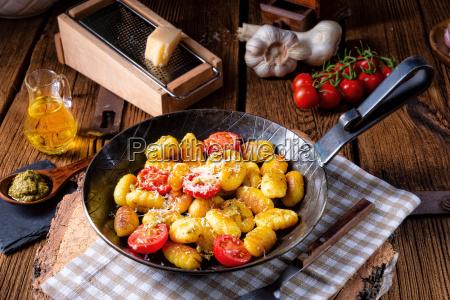 gnocchi baked with green pesto cherry